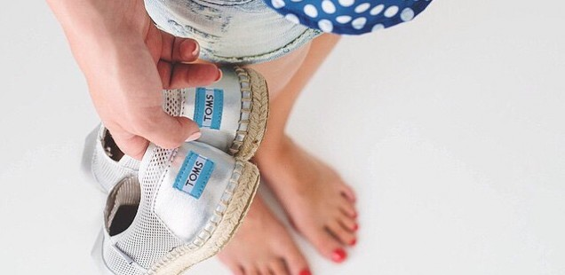 Going Back to Classics: TOMS Canvas Shoes
