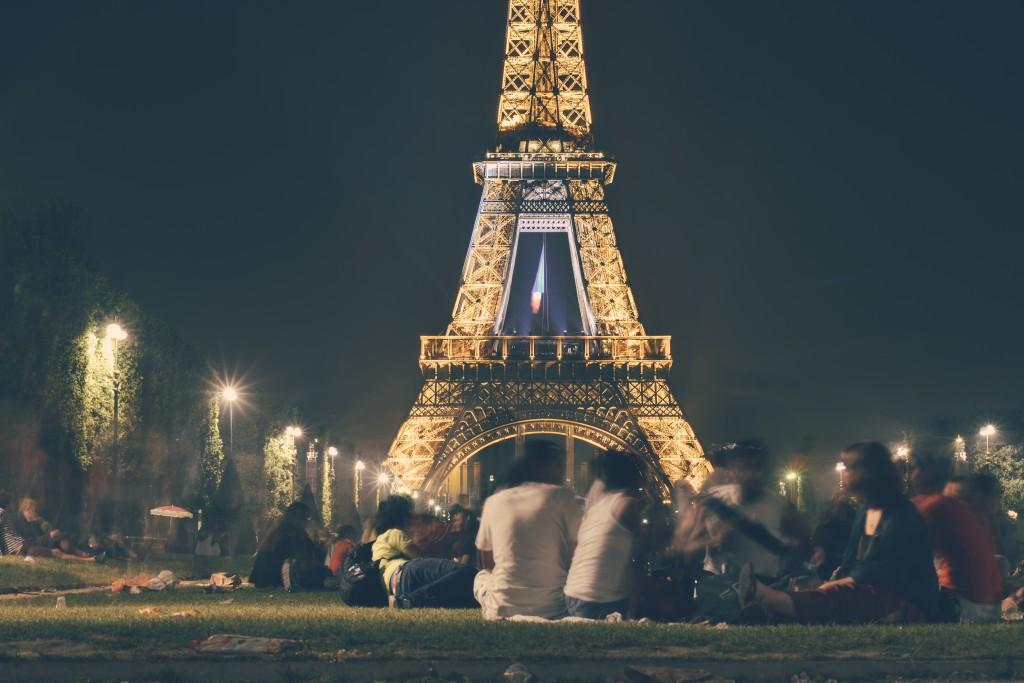 people-eiffel-tower-france-landmark