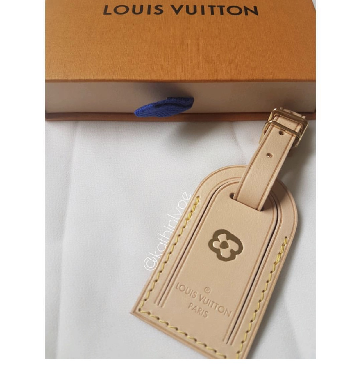 722b236bb62 ShopandBox - Buy Louis Vuitton Vachetta Luggage Tag Large from GB